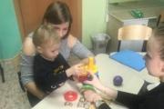 Педагог-психолог Боярова Наталья Сергеевна проводит диагностику психического развития младшего дошкольного возраста